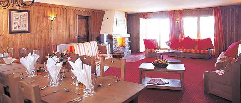 France_Les-Arcs_Chalet-Marcel_Dining-room-example.jpg
